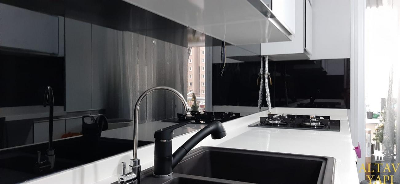 Mutfak Tezgah Arası Cam Panelde Dikkat Etmeniz Gerekenler